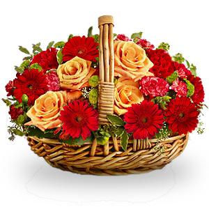 """""""Жаркое дыхание"""". Корзина оранжевых роз и красных гербер"""
